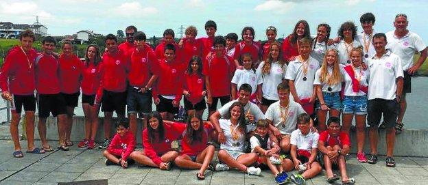 Integrantes de Santiagotarrak desplazados al estatal de jóvenes promesas en Trasona.