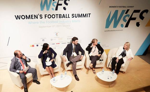 Conferencia en Women´s Football Summit.