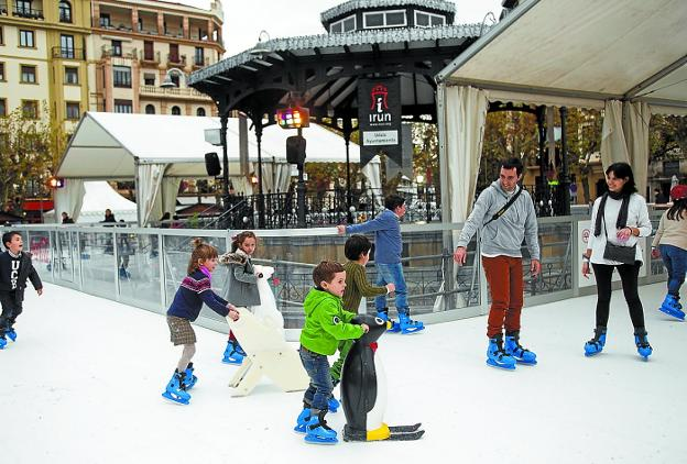 La pista de patinaje se instalará el 15 de diciembre en la plaza del Ensanche. /  F. DE LA HERA