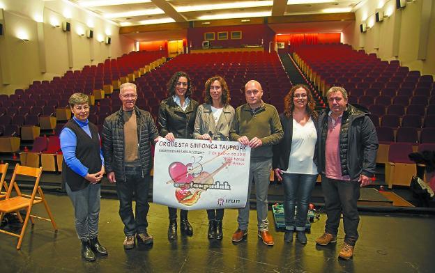 Solidarios. Rafaella Acella, Josean Gómez, Leticia Vergara, Maider Aizpurua, Juan Mari Ruiz, Mónica Martínez y Fernando de la Hera./