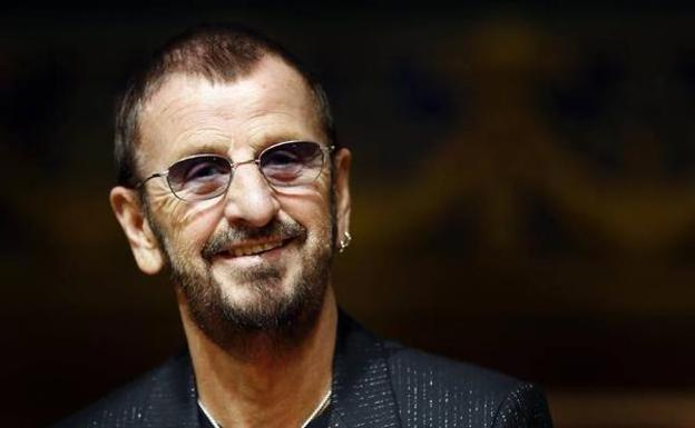 Isabel II nombra sir a Ringo Starr