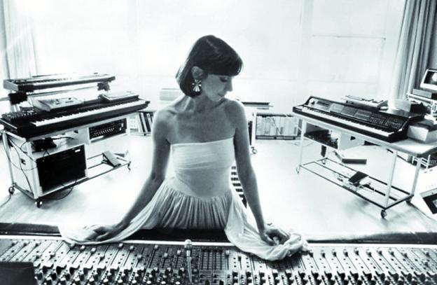 Fotograma del documental 'A life in waves', donde se narra el trabajo de Suzanne Ciani./
