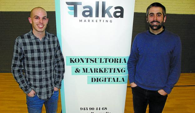 Iñaki Osa y Gorka Ariznabarreta han puesto en marcha la agencia de marketing digital Talka. /ANDER SALEGI