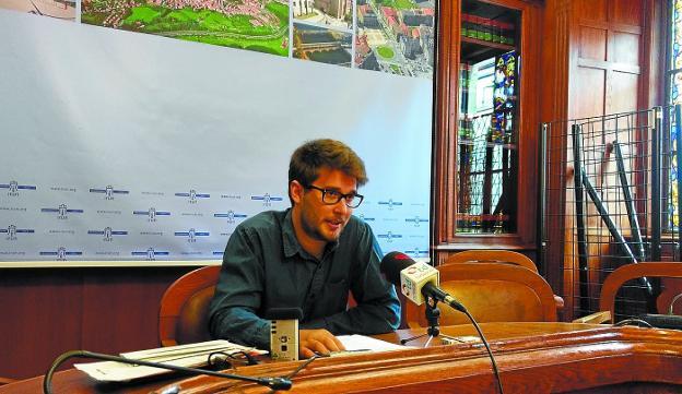 Crítico. David Soto advirtió «la falta de iniciativa» de un Gobierno municipal sin mayoría plenaria. /  DE LA HERA
