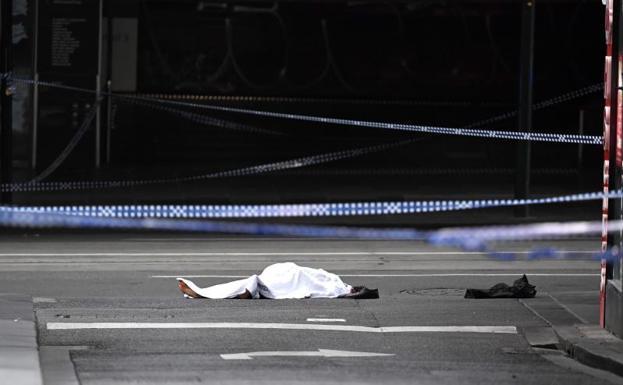 Hombre apuñala a 3 en Melbourne, Australia; hay 1 muerto