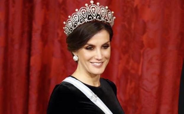 La mujer que, aseguran, opacó con su look a la reina Letizia
