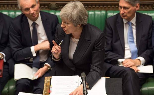 Acusan a May de engañar sobre acuerdo del