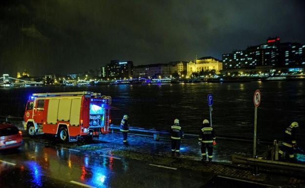 Siete personas murieron tras el naufragio de un barco turístico en Budapest