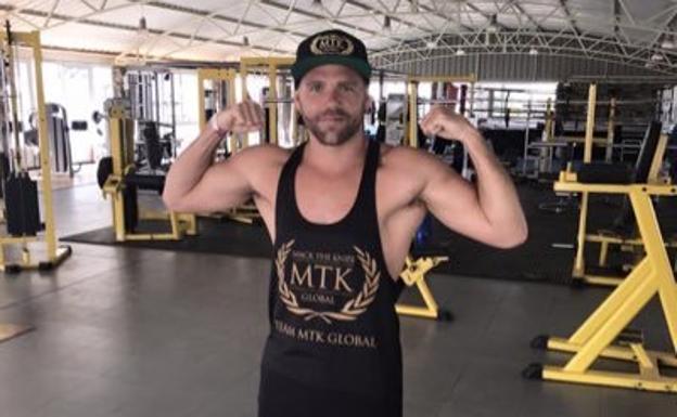 [VIDEO] Boxeador se disculpa por explicar cómo pegar a las mujeres