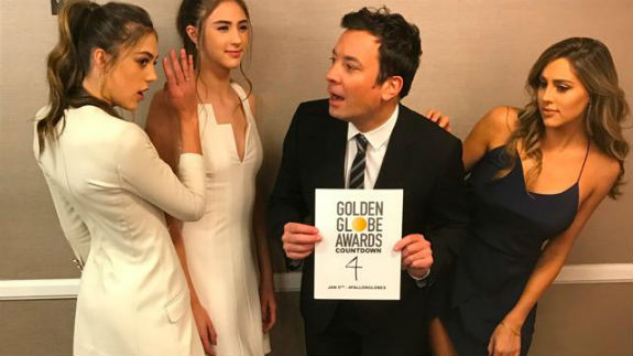 Jimmy Fallon, con las hermanas Stallone./