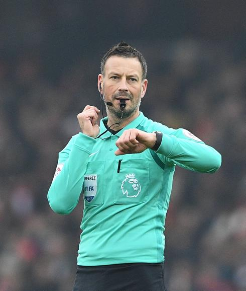 Mark Clattenburg, en un partido de la Premier League. /