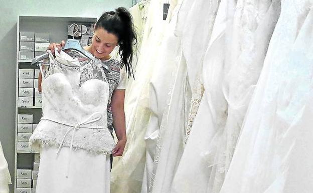 el pueblo de las novias' que exporta vestidos a 25 países | el