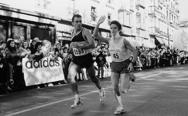 María Luisa Irizar, a punto de llegar a meta como vencedora en 1994.