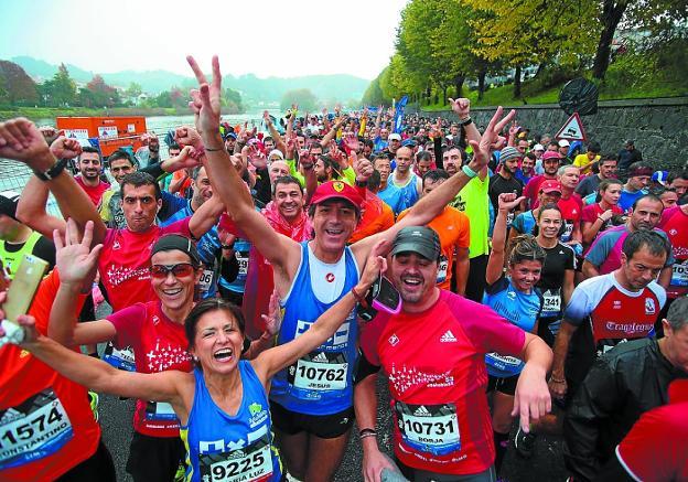 Fiesta deportiva. Corredores de la Behobia-San Sebastián, en la edición del año pasado./F. DE LA HERA