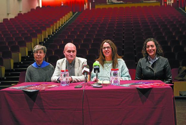 Raffaela Acella, Juan Mari Ruiz, Juncal Eizaguirre y Leticia Vergara presentaron el programa./F. DE LA HERA