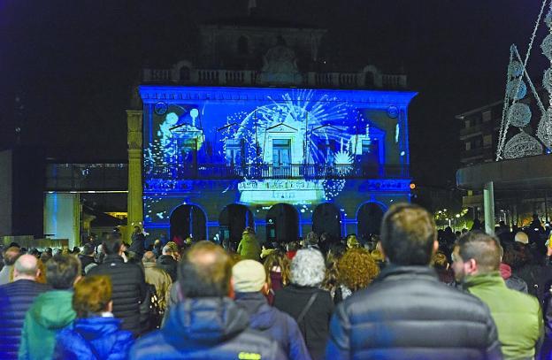El vídeo mapping sobre la fachada del consistorio fue una de las novedades de este año./