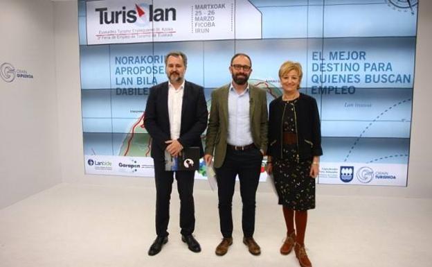 Ander Sarratea, director gerente de Ficoba, Denis Itxaso, diputado de Cultura y Maite Cruzado, directora de Turismo./Arizmendi