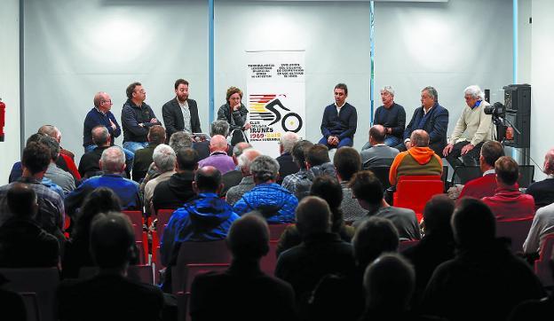 Garagarza, Tolín, Asensio, Olaberria, Garate, Lejarreta, Saiz y Mendiburu, en Palmera-Montero. /  LUSA
