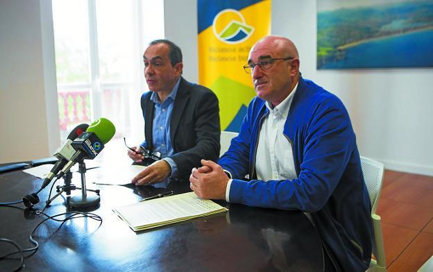 Bidasoa Activa. Miguel Ángel Páez, presidente, y Juan Mari Altuna, vicepresidente. /  F. DE LA HERA