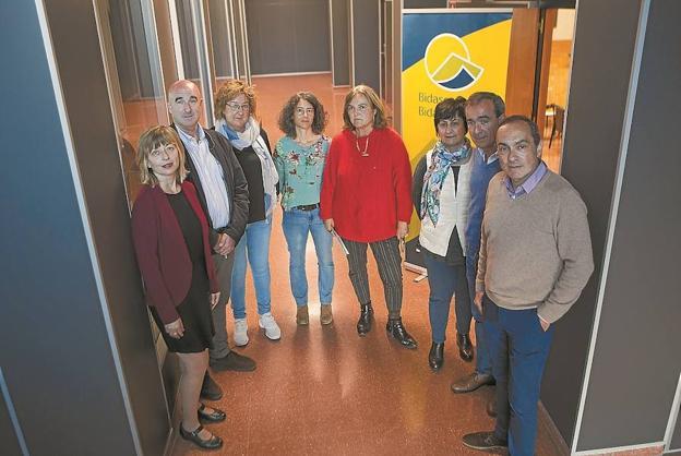 Representantes de Bidasoa activa, Tknika y los centros de FP presentaron la jornada. / F. DE LA HERA