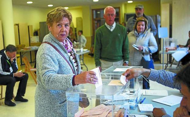 Un mes después. Los irundarras votaron el pasado 28 de abril en las elecciones generales. / F. DE LA HERA