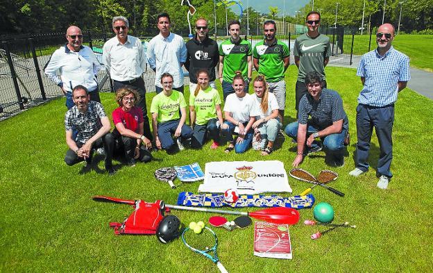Representantes de los clubes participantes y Pedro Alegre presentaron la campaña en las instalaciones de Txingudi-San Marcial./F. DE LA HERA