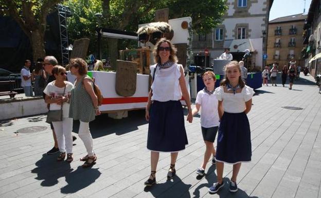 Nueve gurdias recorren esta tarde las calles céntricas de la ciudad