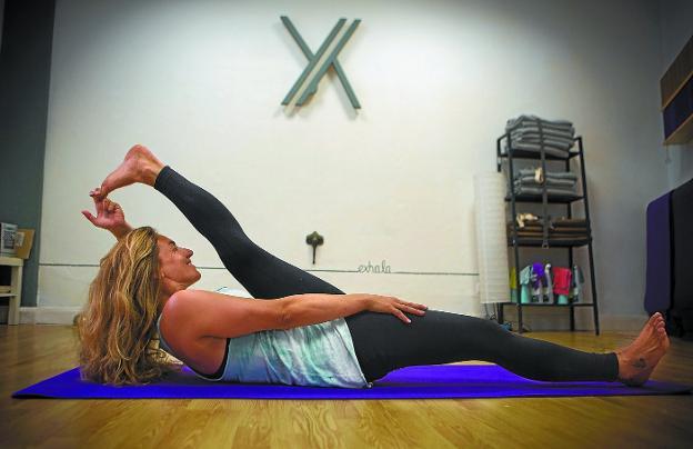 Iciar Garcia ya lo tiene todo preparado en su centro de yoga para iniciar mañana el nuevo curso. / F. DE LA HERA