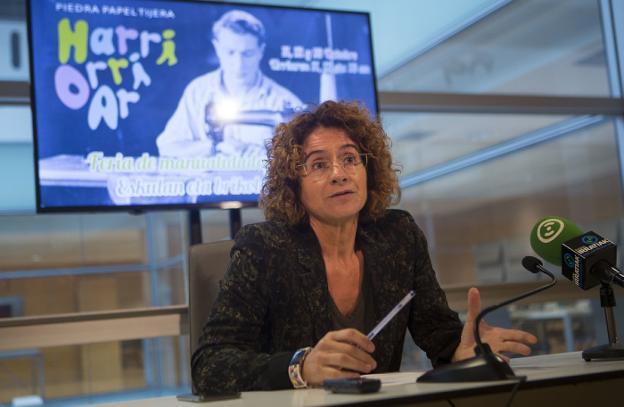 Presentación. Elena Casuso, directora de la feria presentó la tercera edición de 'Harri-Orri-Ar'./F. DE LA HERA