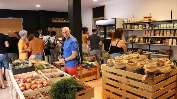 Apertura. Interior de la tienda Labore Txingudi, ubicada en la calle Uranzu, que ofrece una gran variedad de productos./FOTOS: FLOREN PORTU