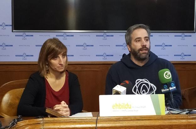 Oihana Briones y Jokin Melida presentaron ayer sus enmiendas./
