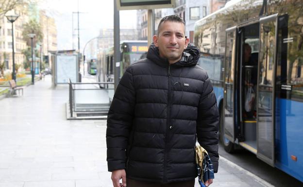 Jon Arango espera que la actividad laboral se reanude y pueda enviar dinero a sus hijos en Colombia.