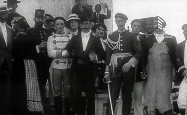 Mandos del Alarde en 1912 en el monte San Marcial. /Filmoteca Vasca