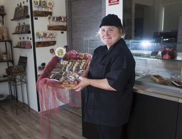 El número 13 de la calle Fueros es gracias a Aitziber el lugar más dulce de Irun. / F. DE LA HERA