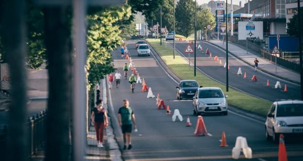 La reserva de carrilles en Letxunborro que se realizó en mayo tuvo tan buena acogida que el Ayuntamiento ha decido mantener la medida./