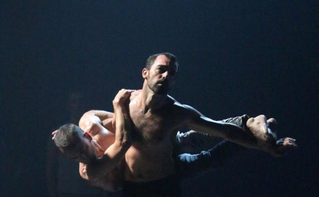 Ensayo del espectáculo 'Erritu', que podrá verse mañana en Irun. / F. PORTU