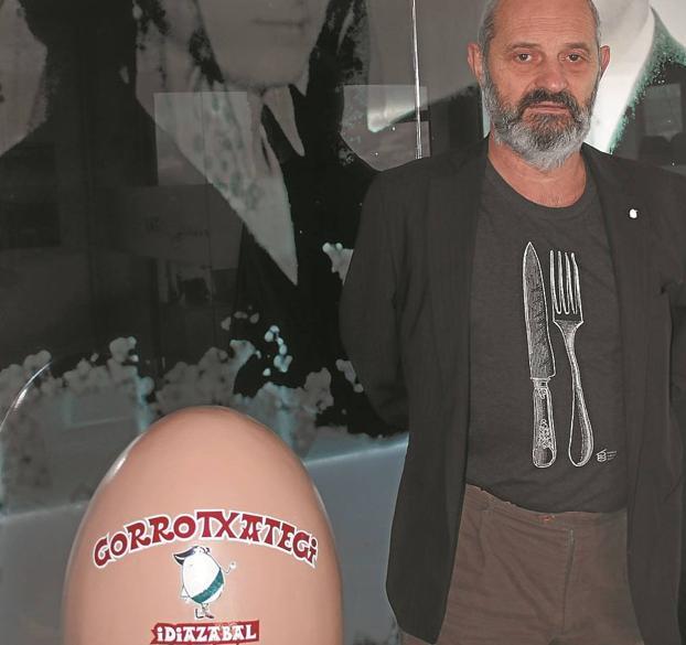 Luis Gorrotxategi posa en la sede de la empresa en Idiazabal. /