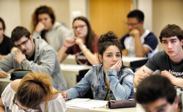 Los másteres para ser abogado o profesor costarán igual que los grados
