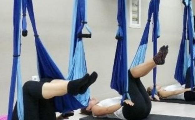En las rutinas de pilates aéreo se estira, fortalece y equilibra el cuerpo./