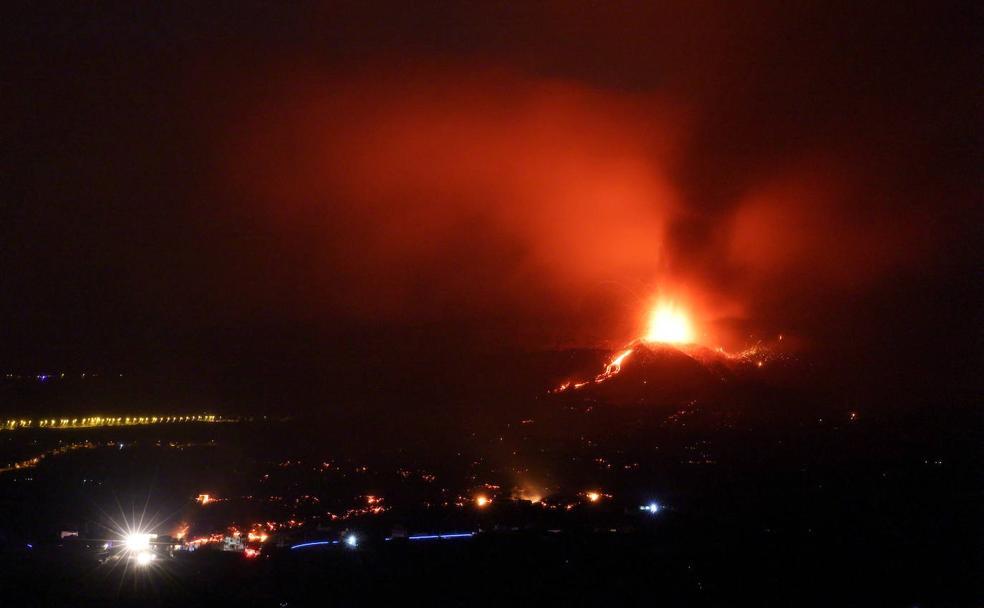 Vídeos del volcán de La Palma: Las imágenes más espectaculares   El Diario  Vasco