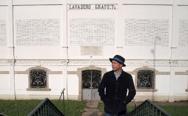 The writer Xesús Fraga in one of the places described in 'Virtues (and mysteries)'