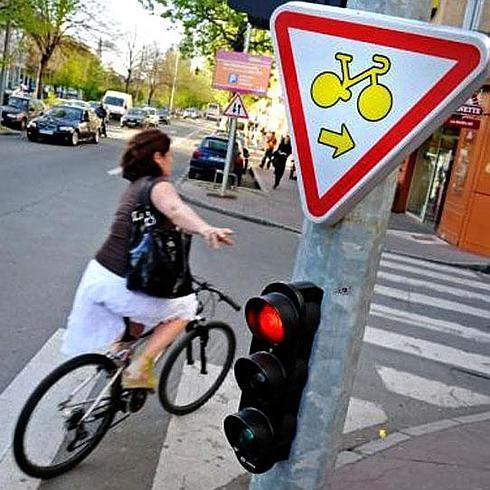 Los ciclistas vascos quieren poder saltarse algunos semáforos en rojo | El  Diario Vasco