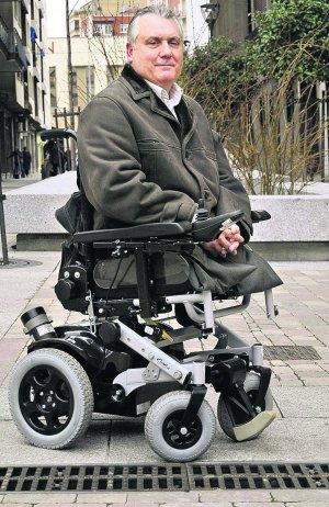 atentado eta silla de ruedas