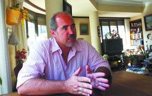 Mikel Prieto, en su casa familiar de Donostia. :: MIKEL FRAILE/